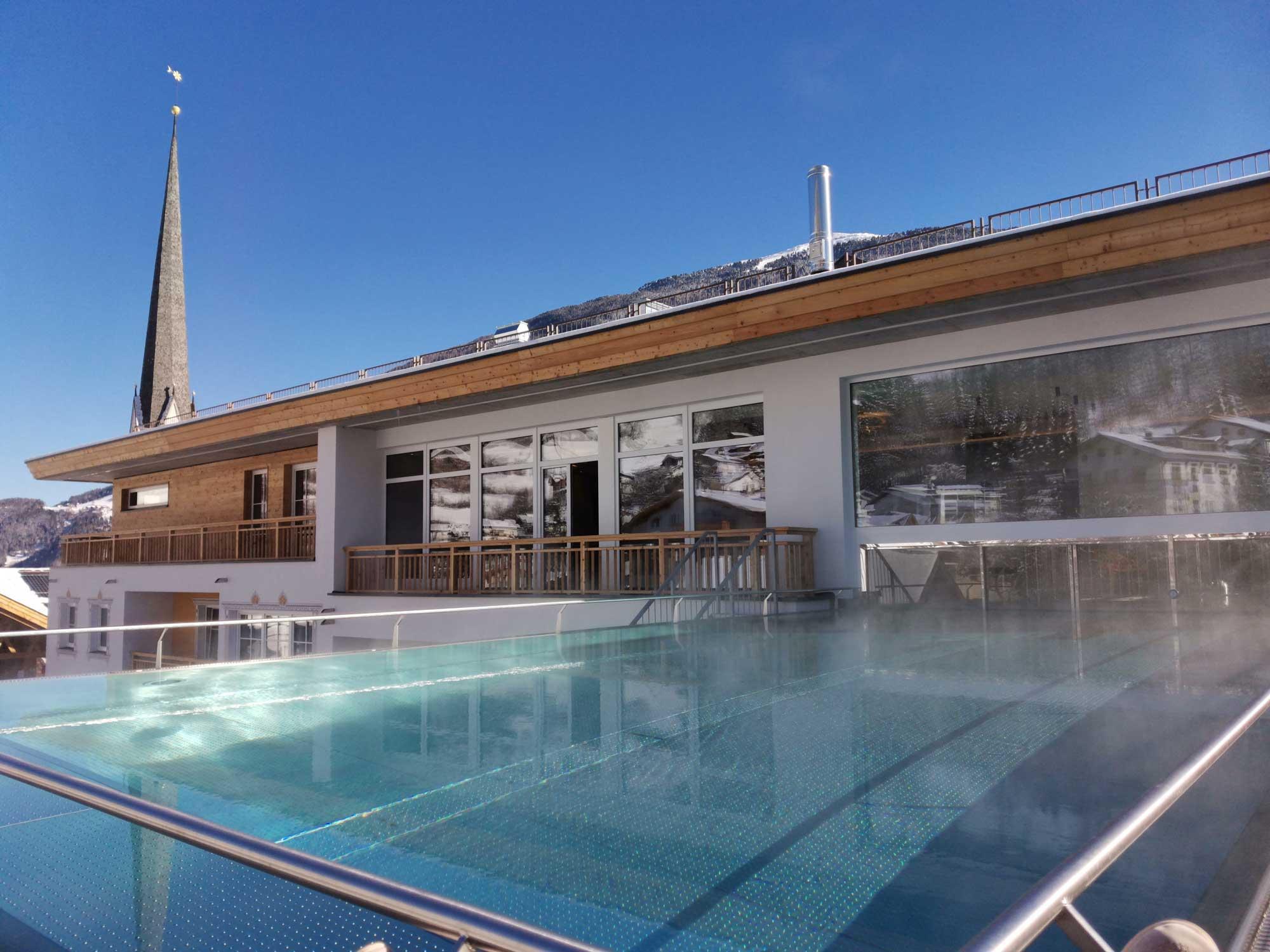 http://hotel-sailer.at/sites/default/files/pool_1.jpg