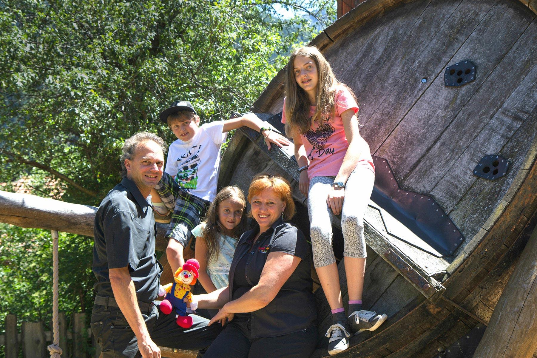 http://sailer-und-stefan.at/sites/default/files/revslider/image/Familienfotos_170626-36-1800.jpg
