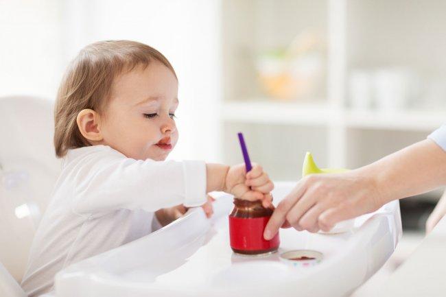 Baby Schreit Beim Brei Essen